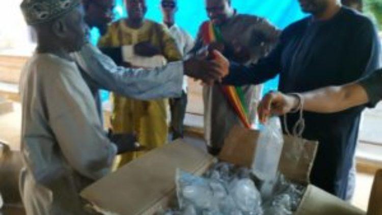 Moussa MARA fait un don de médicaments au centre de santé de Sebenicoro en commune 4 de Bamako