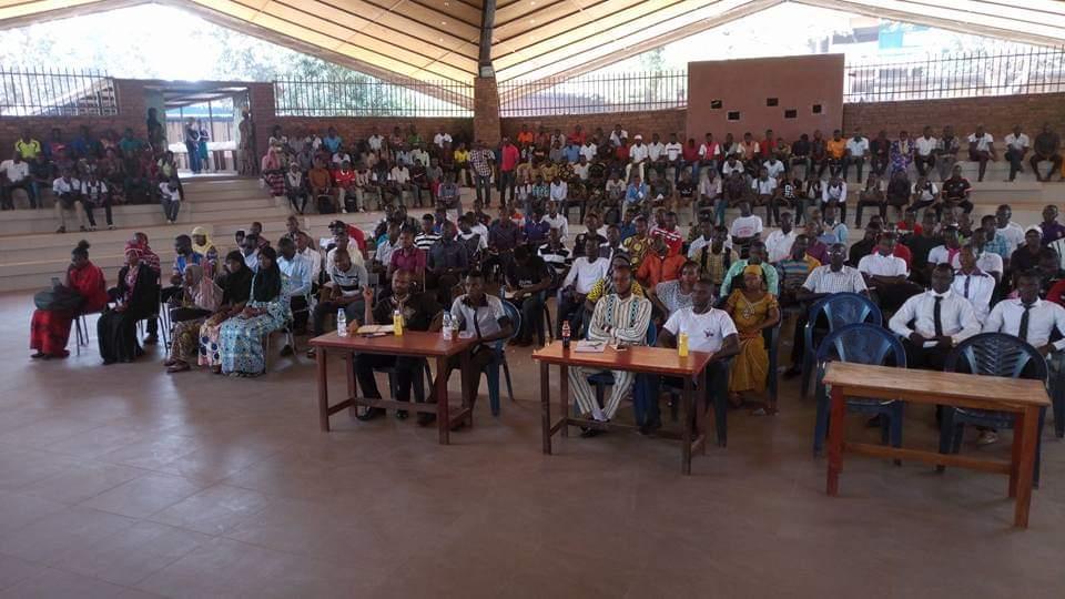 Conférence sur l'entrepreneuriat sur invitation des étudiants de la FAST