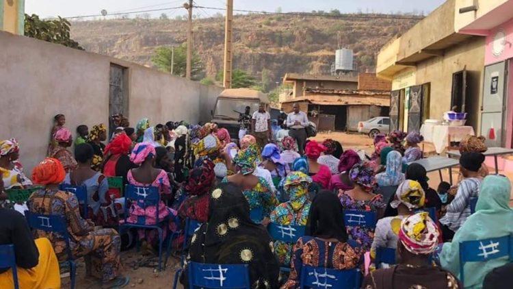 MOUSSA MARA A TALIKO SUR INVITATION DES FEMMES DE CE QUARTIER PERIPHERIQUE DE L'OUEST DE BAMAKO.