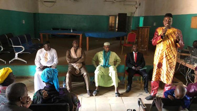 Moussa MARA solidaire à la mosquée de Kalana dans le cercle de Yanfolila avec un don