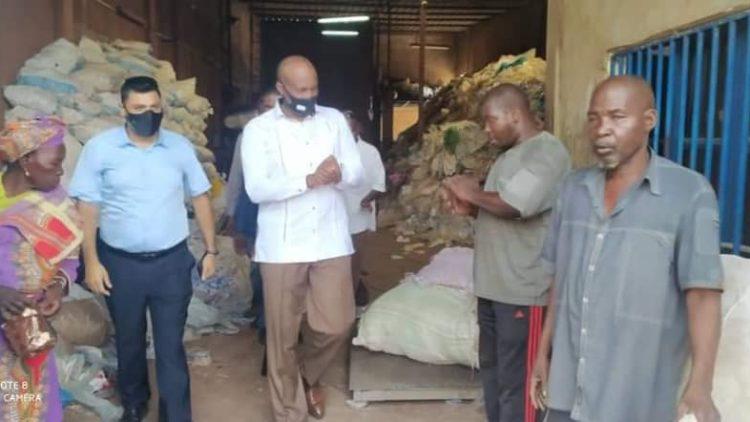 Moussa MARA visite les Usines Mamaplastico